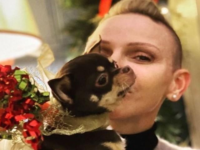 """La principessa Charlene dà l'addio sui social al suo cagnolino """"Angel"""""""