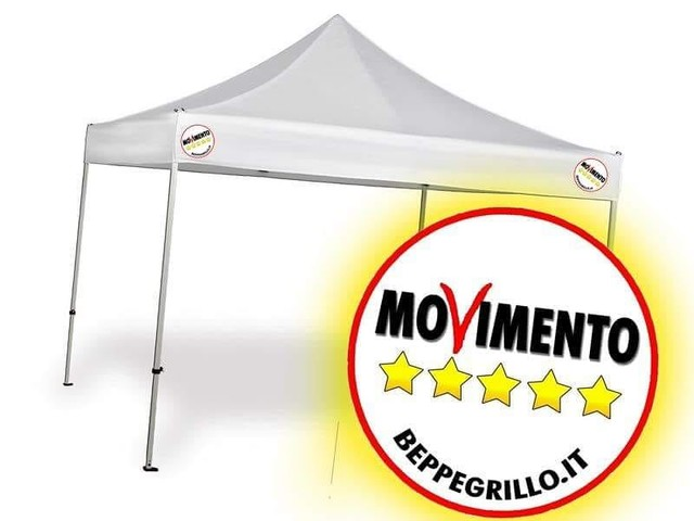 Elezioni Alba Adriatica, banchetto del M5S in piazza IV Novembre