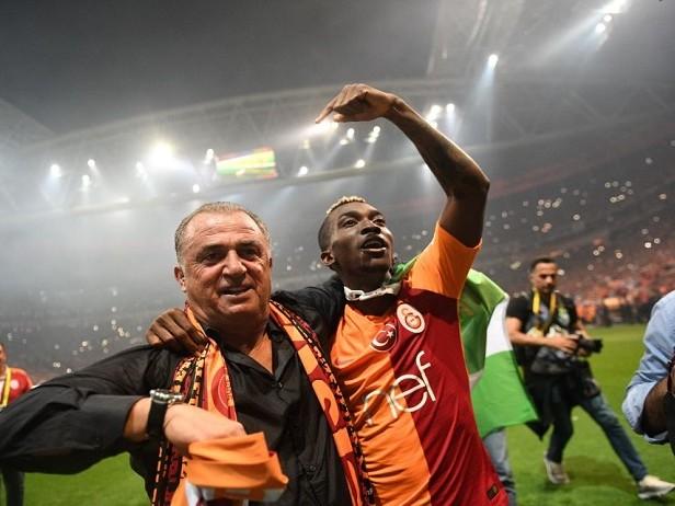 Risse e 16' di recupero: campionato al Galatasaray