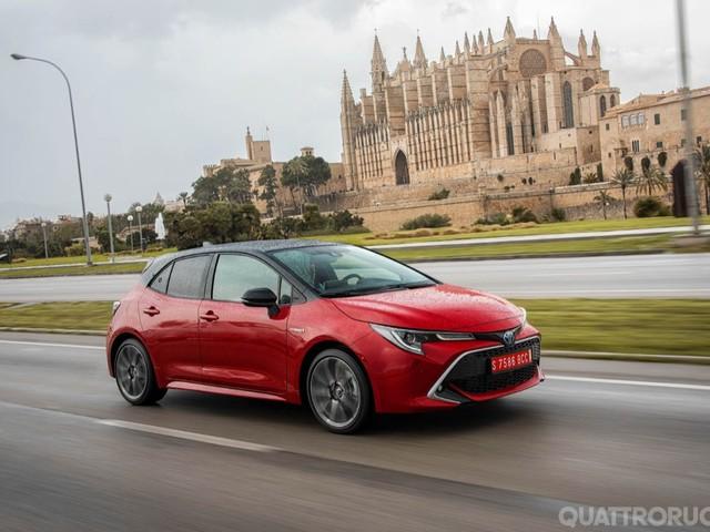 Toyota Corolla - Al volante della 2.0 L Hybrid E-Cvt