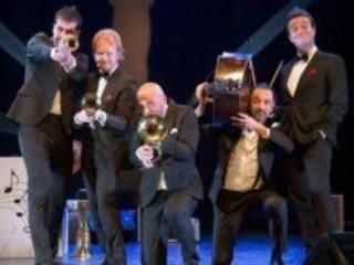 """Musica e risate a Milano con il """"Very best"""" della Rimbambad al Teatro Leonardo"""