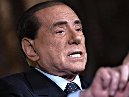 Berlusconi: il governo Lega-M5s è come un bus guidato senza patente