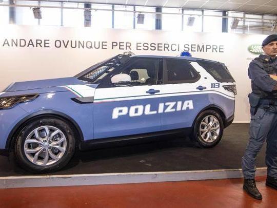 Trenta Discovery 5 per arricchire il garage «storico» della Polizia
