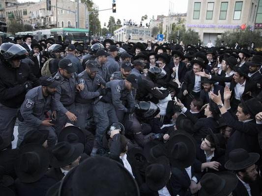 Israele: scontri anti-naja, frattura fra ebrei ortodossi