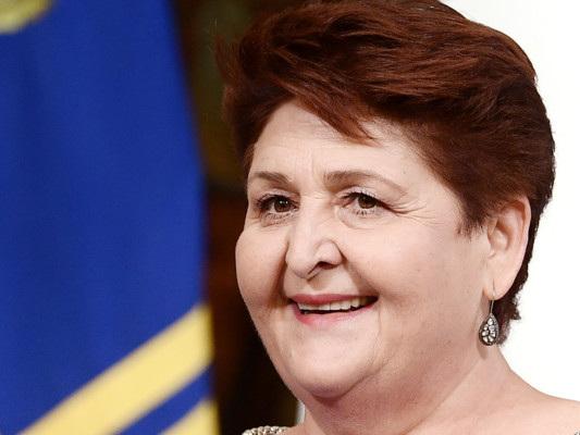 Teresa Bellanova ha risposto alle critiche socialsul suo look e sul titolo di studio