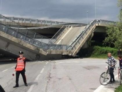 Fossano, crolla il ponte della tangenziale: schiacciata volante dei carabinieri