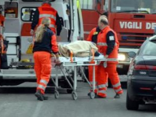 Violento scontro tra due auto sulla strada statale 18 Un uomo di 39 anni morto nel Catanzarese, due feriti