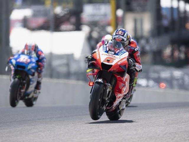 MotoGP, prove libere 2 GP Catalogna: Zarco beffa Morbidelli. Rossi 19° ancora in difficoltà