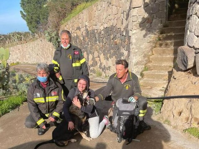 Finisce in un vallone, soccorso cane a Lipari