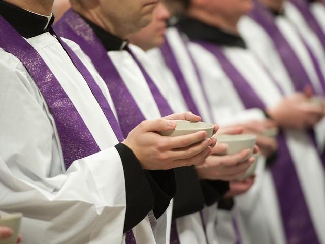 """Il Papa scrive ai sacerdoti: """"Grazie per il vostro servizio"""""""