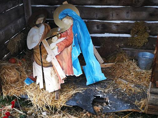San Martino dall'Argine, vandalizzato il presepe sotto l'albero di via Matteotti