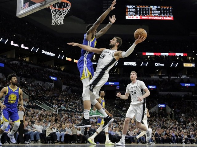 Basket, Nba: San Antonio non si ferma, Nowitzki 'supera' Chamberlain