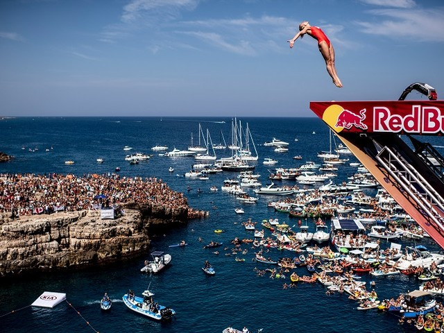La Red Bull Cliff Diving fa tappa a Polignano