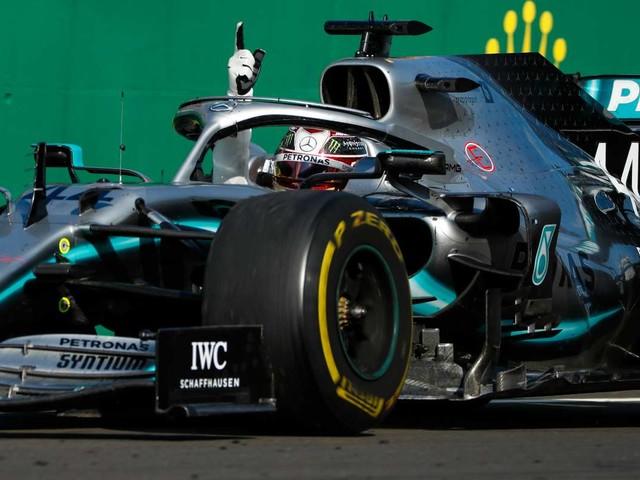"""La Pirelli si difende: """"Mercedes non domina grazie alle nostre gomme"""""""