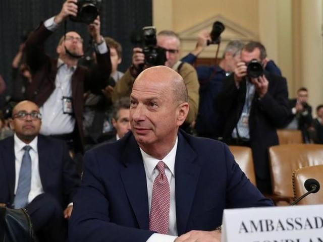 """Impeachment, l'ambasciatore al Congresso: """"Offerto uno scambio a Zelensky"""". La Casa Bianca smentisce"""
