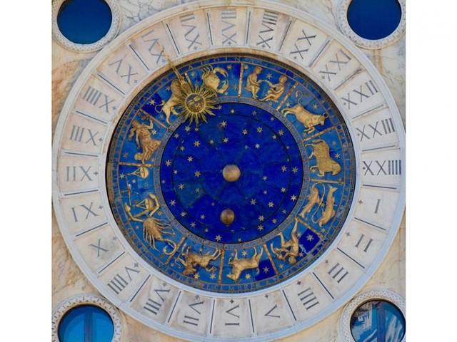 Oroscopo 27 ottobre: possibili contrasti d'amore per l'Acquario