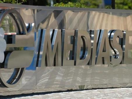 Mediaset balza a Piazza Affari, fondi in manovra in vista dell'assemblea