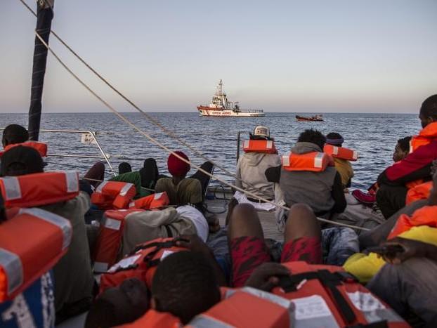 Migranti, Sea Eye sfida Salvini: la Alan Kurdi verso Lampedusa. Il Viminale vieta l'ingresso