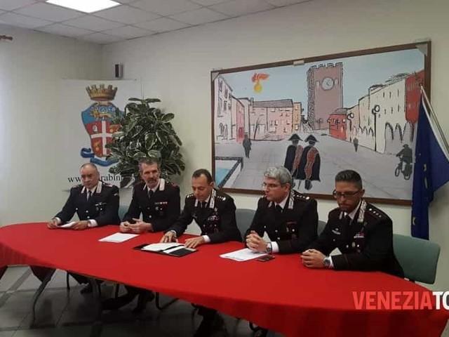 Blitz all'alba dei carabinieri: sgominata banda di ladri, contestati furti per 130mila euro