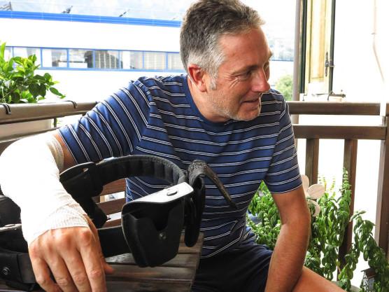 Trascinato per 300 metri da una moto a tutto gas Il racconto dell'agente di polizia Marco Sartori