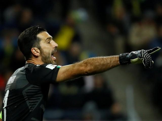 """Buffon, promessa a Rakitic e Jordi Alba: """"Grazie, la mia maglia vi aspetta"""""""