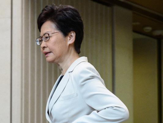 """Il governo di Hong Kong promette """"tolleranza zero"""" ai manifestanti"""