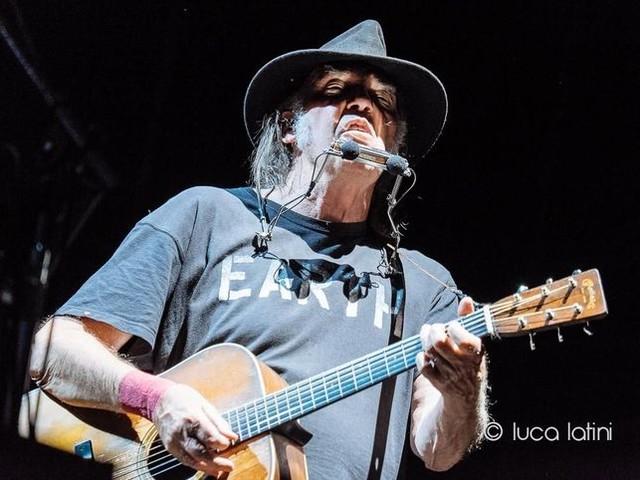 Neil Young, Pono e le etichette discografiche: 'Lo hanno ucciso loro'
