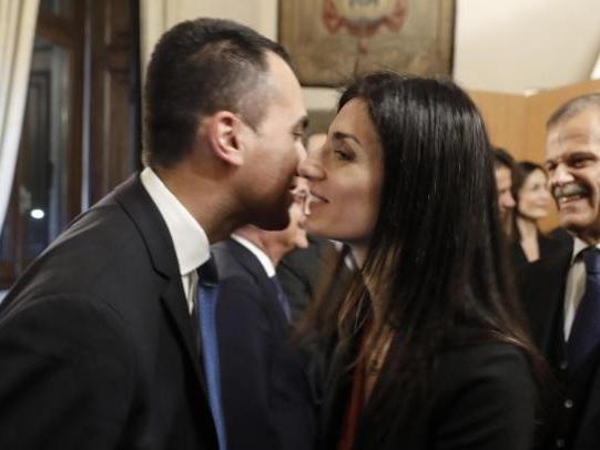 Luigi Di Maio dopo gli indagati a Roma: «Un passo indietro di Virginia Raggi è fantapolitica»