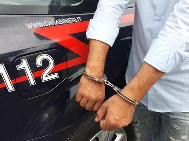 Si intrufolano in un van e derubano i turisti: arrestati 5 nomadi, tra di loro anche una minorenne