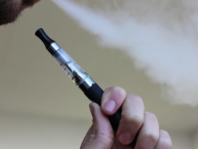 """Sigarette elettroniche, la scoperta: """"Vitamina E acetato causa di malattie"""""""