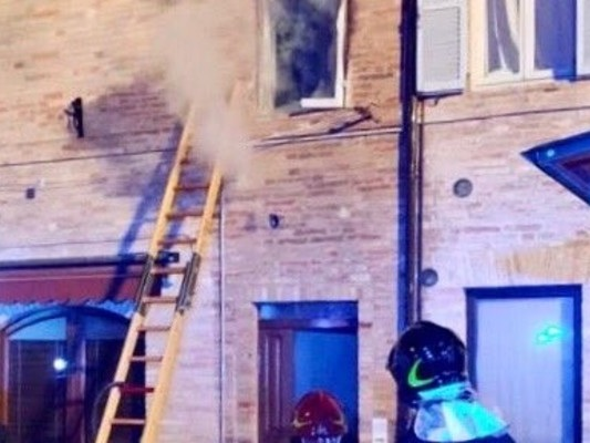 La difesa della madre della bimba morta nell'incendio a Servigliano