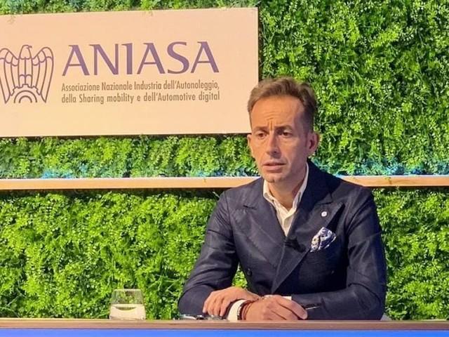 Rapporto Aniasa - Lungo termine fuori dal tunnel