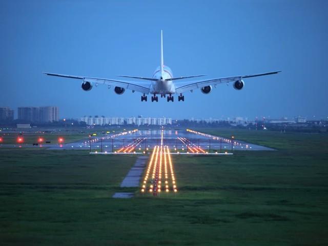 Terrore di volare, 7 italiani su 10 non salgono su un aereo. Troppa paura. L'ansia e le fobie si possono superare in modo naturale. Con questi consigli (video)
