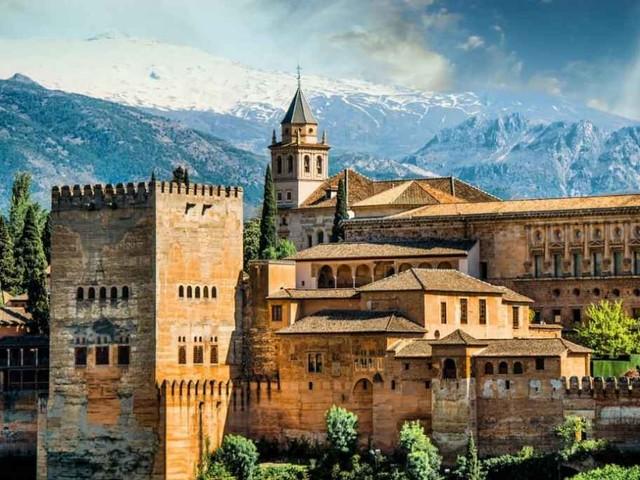 Alhambra di Granada, la maestosa cittadella araba in Andalusia
