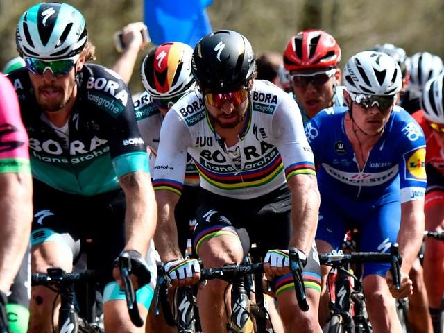 Al Giro è scoppiata la bolla. Ma il genio di Sagan lo salva