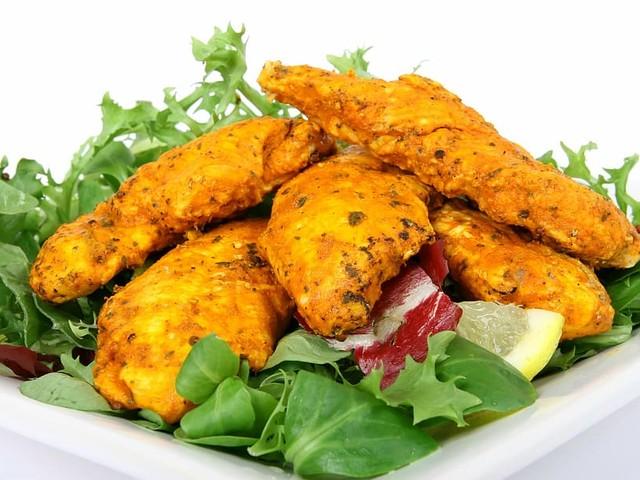 Pollo alla mediterranea in friggitrice ad aria, pronto in 10 minuti
