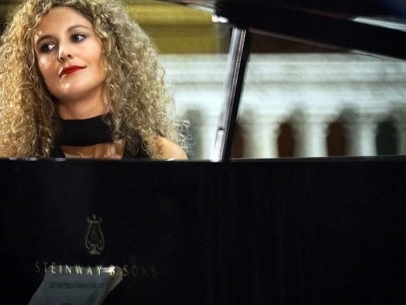 Teatro di Casalmaggiore, stagione concertistica, venerdì Elisa Tomellini