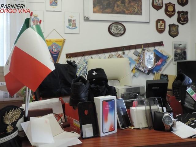 Levico, minorenne arrestato per acquisti online con carte di credito clonate. Business da 5000 euro