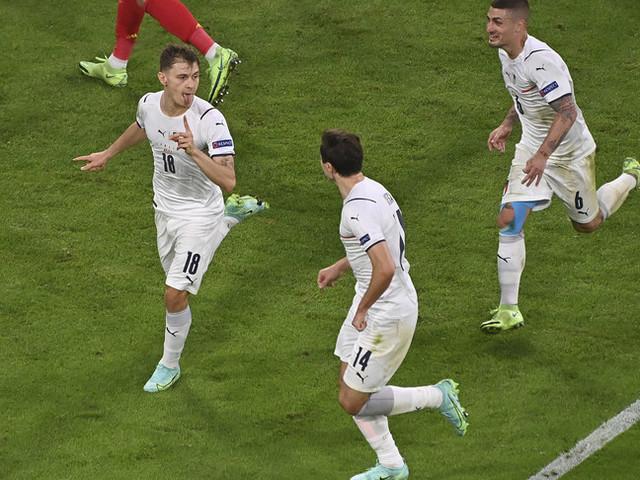 """L'Italia prepara la semifinale con la Spagna. Barella: """"Gioco accanto a due fenomeni"""""""