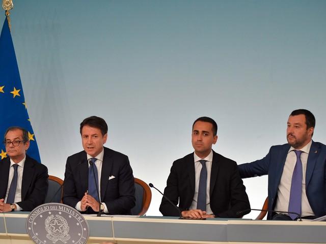 """Alitalia, Di Maio: """"Newco con Mef e Fs"""". Tria: """"Io non ne ho parlato"""""""