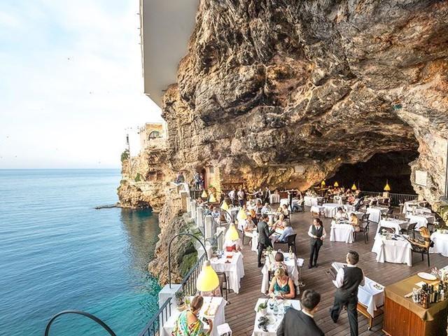 Polignano a Mare, multa di 5mila euro al ristorante più caro: aveva carne scaduta da un mese