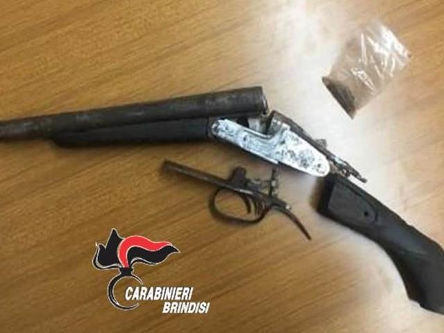 Lui di Erchie, lei di Avetrana. Denunciati per porto illegale di fucile Carabinieri: l'arma era nascosta a casa dei genitori della donna
