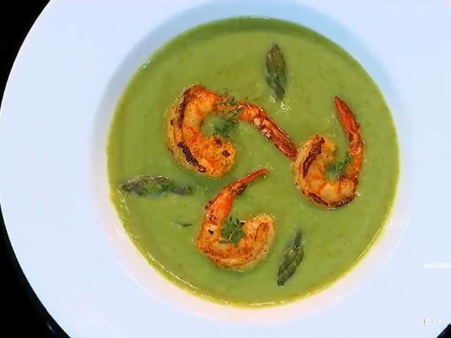Nuove ricette Benedetta Parodi: vellutata di asparagi e gamberi