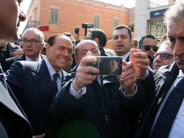 """Il monito di Berlusconi: """"Impossibile votare quei 5 Stelle incapaci"""""""