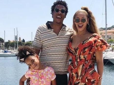 Beyoncé e Jay-Z in vacanza con Blue Ivy prima dei concerti dell'OTR II di Milano e Roma (foto)