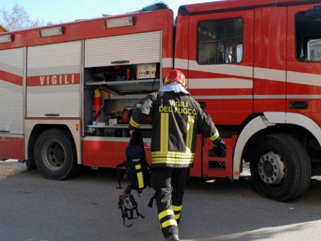 Palermo, la bici elettrica va in fiamme: paura nella notte in una casa a Settecannoli