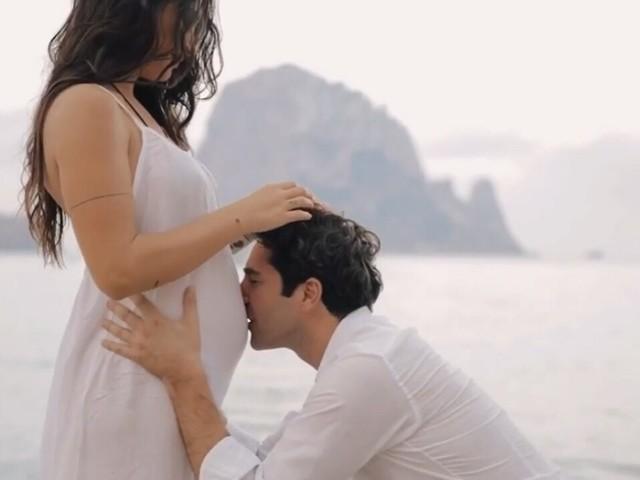 Cicogna in volo a UeD: la tronista amatissima è incinta per la prima volta