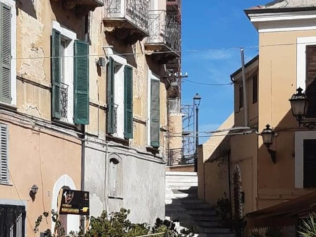 Controlli negli appartamenti tra Porta Pescara e Santa Maria: contratti irregolari, espulsi due polacchi