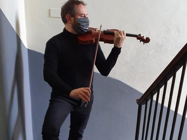 Concerti sul pianerottolo di casa a Milano, il nuovo delivery