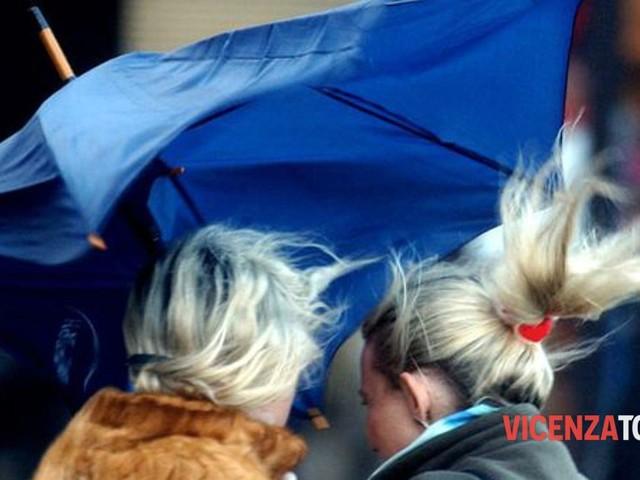 Meteo, temporali e da lunedì allerta per forte vento: via lo smog